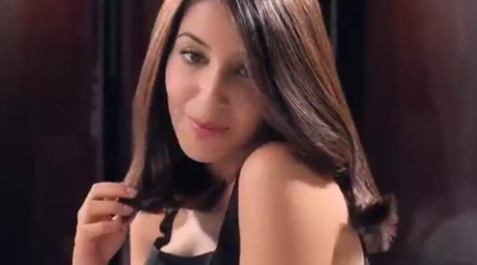 leila-bekhti-dans-la-publicite-casting-creme-gloss-de-l-oreal-paris_portrait_w674